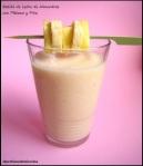 Batido de leche de almendras con plátano y piña